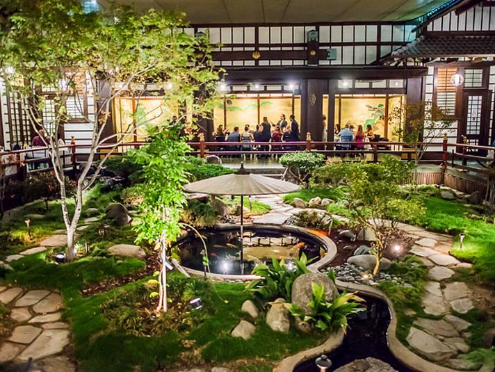 yamashiro-garden-courtyard-night